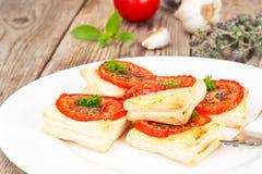 Mini pizze, kulebiaki z pomidorem i Oregano, Fotografia Royalty Free