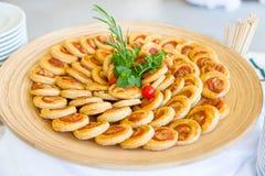 Mini pizze na drewnianej desce Obrazy Stock
