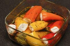 Mini poivrons bourrés du feta Photo stock