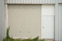 Mini porta da fábrica Fotografia de Stock Royalty Free
