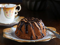 Mini Pound Cake - gâteau de noisette avec la bruine de chocolat Photographie stock