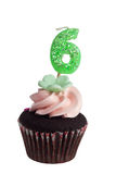 Mini queque com vela do aniversário para os anos de idade seis Fotos de Stock Royalty Free