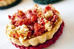 Mini quiche com tomate e queijo Fotografia de Stock