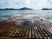 Mini roche de gâteau aux parties du sud de Hong Kong, à côté de la mer Photo libre de droits