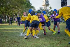 Mini Rugby-gelijke met jongensspeler royalty-vrije stock afbeelding