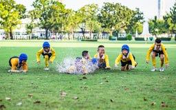 Mini Rugby-gelijke met jongensspeler royalty-vrije stock foto