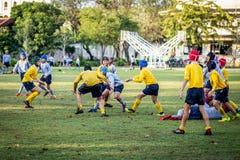 Mini Rugby-gelijke met jongensspeler royalty-vrije stock fotografie