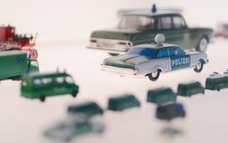 Mini samochód policyjny, szalkowego modela pojazd przy Mercedes-Benz samochodu muzeum Biały tło Zdjęcia Stock