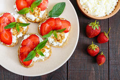 Mini sandwiches with cottage cheese, fresh strawberries Royalty Free Stock Photos
