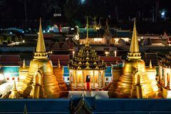 Mini Siam Thailand: beleza na fotografia da noite de atrações tailandesas foto de stock royalty free