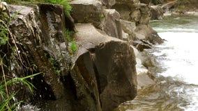 Mini siklawa na halnej szybkiej rzece zbiory