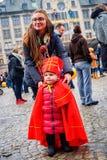 Mini Sinterklaas en la calle de Amsterdam Imágenes de archivo libres de regalías