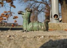 Mini- skulptur av en avmaska Arkivfoton