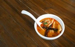Mini sopa de tom do bufete do alimento de dedo yum fotografia de stock royalty free