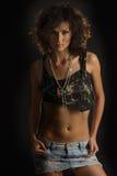 mini studio de pose de jupe de fille attirante Photographie stock libre de droits