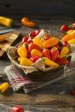 Mini Sweet Peppers orgánico crudo Fotos de archivo