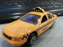 Mini táxi 2 imagens de stock