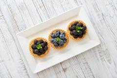 Mini tarta z świeżymi jagodami Zdjęcia Royalty Free