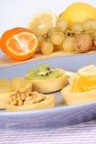 Mini tartas clasificadas de la fruta Imagenes de archivo