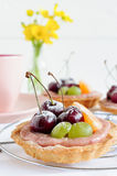 Mini tarts with cherry and flowers Stock Photography