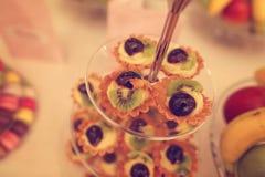 Mini- tarts med frukter Royaltyfria Bilder