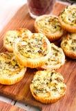 Mini torte degli spinaci e del formaggio Fotografia Stock