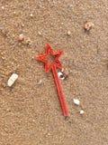 Mini Toy auf dem Strand Stockbild