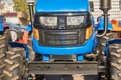 Mini tracteur pour le travail agricole dans de petites fermes photographie stock libre de droits
