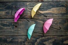 Mini Umbrellas colorido en fondo de madera azul imágenes de archivo libres de regalías
