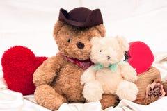 Mini urso do vintage e cervo vermelho imagens de stock royalty free