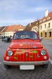 Mini véhicule rouge de cru ; Anomalie rouge photographie stock libre de droits