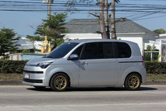 Mini Van van Toyota-Auto, Toyota-Spade Minimpv Van Stock Fotografie