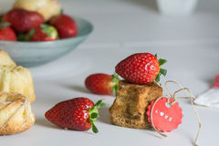 Mini vanilla cakes decorated with strawberries in season Stock Photography