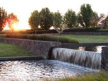 Mini- vattenfall med solnedgång Royaltyfria Foton