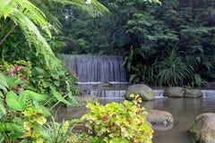 Mini Waterfall in Erholungsort Imah Seniman, Lembang bandung indonesien lizenzfreie stockfotos