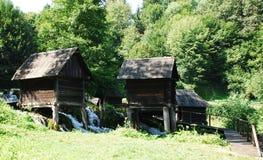 Mini Watermills en el lago Pliva Fotos de archivo