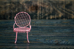 Mini Wrought Iron Chairs decorativo cor-de-rosa Imagens de Stock