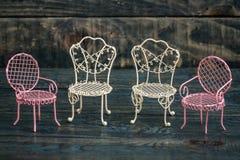 Mini Wrought Iron Chairs decorativo do rosa e o branco Imagem de Stock