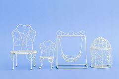 Mini Wrought Iron Chairs decorativo do rosa e o branco Fotos de Stock