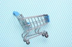 Mini zakupy tramwaj dla robić zakupy zdjęcie stock