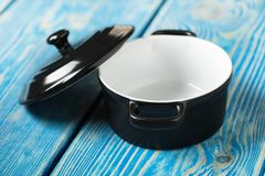 Mini zwarte lege braadpan stock foto