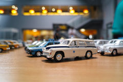 Miniatur des klassischen Krankenwagens Stockfotografie