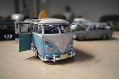 Miniatur des klassischen Reisemobils, VW-Transporter-T1 Lizenzfreie Stockfotografie