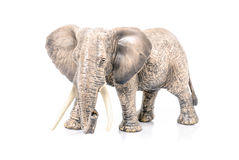 Miniatur eines Elefanten auf weißem Hintergrund Lizenzfreie Stockfotografie