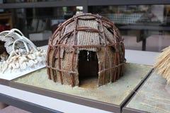 Miniatur von indischen Häusern Hopewell angezeigt am Fort-alten Museum stockfotos