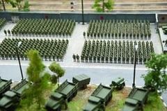 Miniatur von Soldaten in den Rängen und in kämpfenden Maschinen Stockfoto