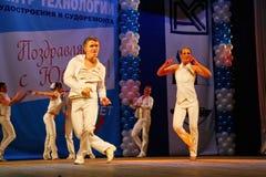 Miniatura coreográfica en el estilo del blanco - bailarines que realizan la compañía del teatro de variedades de St Petersburg Foto de archivo libre de regalías