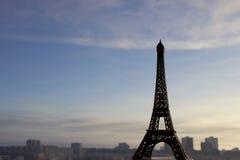 Miniatura de la torre Eiffel del viaje Imágenes de archivo libres de regalías