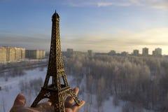 Miniatura de la torre Eiffel del viaje Fotos de archivo