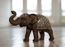 Miniatura de um elefante indiano fotografia de stock
